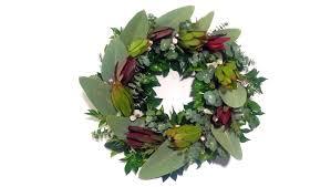 making an anzac day wreath using the anzac day mixed native