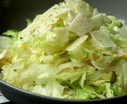 cuisiner un chou vert chou vert à la tomate et parmesan recette de chou vert à la