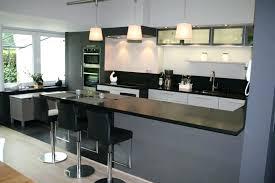 cuisine plus toulon cuisine avec bar comptoir cuisine ouverte avec comptoir 13 6 meuble
