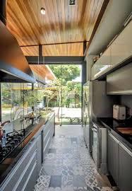cuisine carreaux ciment déco cuisine verrière avec sol en carreaux de ciment