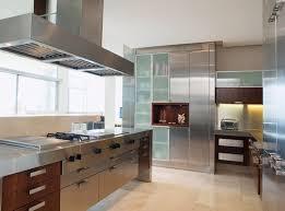 cuisine industrielle inox cuisine métal et inox 20 idées déco industrielles pour une cuisine