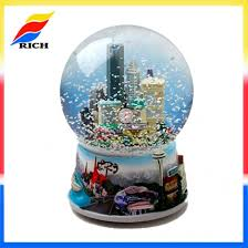 customized high quality snow globes resin personalized snowglobes