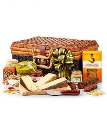 cheese and cracker gift baskets artisan cheese cracker gift basket