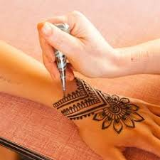 learn to mix the perfect henna paste on your own for great