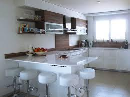 cuisine blanc et noyer cuisine et bois agencement de cuisine à ève cuisine