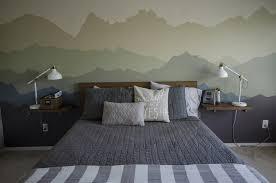 dessin mural chambre dessin montagne stylisé en couleur pour décorer les murs de la chambre
