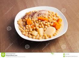 cuisine typique les pois chiches cuisent plat espagnol typique de madrid photo