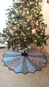 Quilted Christmas Tree Skirts To Make - 243 best christmas tree skirts images on pinterest pyrography