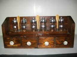 portaspezie legno portaspezie in legno con sei contenitori in vetro 4 cassetti e 3