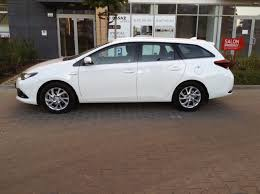 2015 toyota auris review time to talk gas 2
