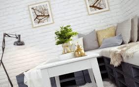 canap en palette en bois canap en palette de bois salon avec sur le vieux plancher de bois