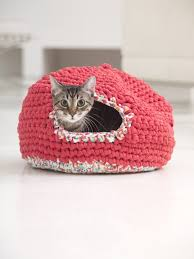 free crochet cat bed patterns to make cat caves donuts pouffes
