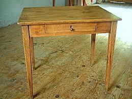 bureau en pin table bureau en pin avec un tiroir en façade meubles anciens