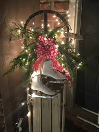 haustür weihnachtlich dekorieren holzschlitten dekorieren