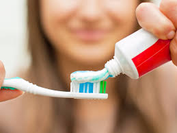 Best Way To Whiten Teeth At Home The 5 Best Whitening Toothpastes According To A Cosmetic Dentist