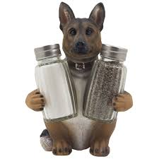 amazon com german shepherd police dog salt and pepper shaker set