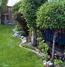 Backyard Landscaping Ideas Pictures Best 25 Landscaping Along Fence Ideas On Pinterest Fence