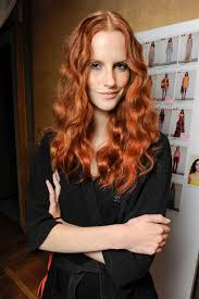 dark red hair how to style this look
