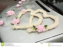 blumen fã r hochzeit auto gedeckt mit blumen für ihre hochzeit stockfoto bild 50147092