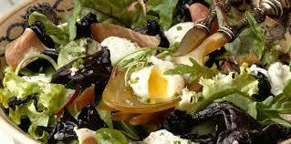 cuisiner des trompettes de la mort trompettes de la mort en salade facile recette sur cuisine actuelle