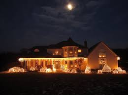 how to hang lights on house how to put christmas lights on roof adorn your house for the winter
