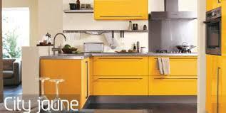 cuisine jaune et blanche cuisine noir et jaune great cuisine cuisine blanche plan de