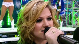 thanksgiving nfl 2013 kelly clarkson medley live on the thanksgiving nfl halftime show