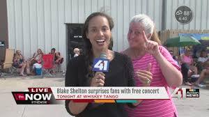 blake shelton fan club login blake shelton surprises fans in kansas city youtube