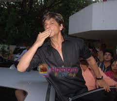 shahrukh khan at eid celebration in farah khans house andheri