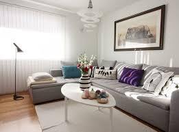 coussin decoration canapé déco salon déco salon en coussins pourpres bleus et blancs sur