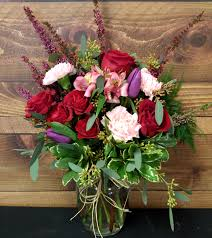 Cheapest Flowers For Centerpieces by Green Gables Florist