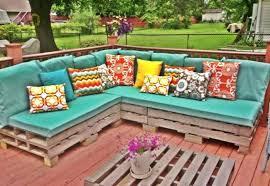 fabriquer coussin canapé coussin canape exterieur canape en palette pour votre salon de