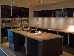 cuisine noir laque plan de travail bois