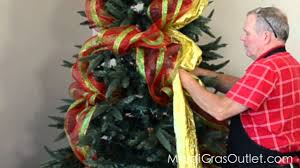 Decorate Christmas Tree Ribbons Bows by How To Decorate A Christmas Tree With Deco Poly Mesh Youtube