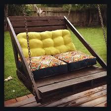 costruire sedia a dondolo arredare giardino con i bancali foto 13 40 design mag