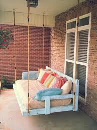 canap en palette fabriquer un canape en palette maison design bahbe com