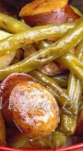 kielbasa green beans and potatoes blend together to make this