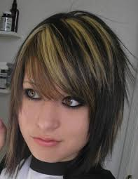 dark brown hair with blonde highlights women medium haircut