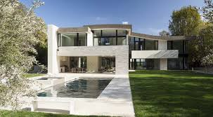contemporary striking transparency defining a contemporary family home in brentwood