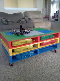 25 Unique Painted Tv Trays by 25 Unique Diy Pallet Table Ideas Pallets Lego And Easy Peasy