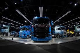 fenatran série especial da scania traz caminhão v8 planeta