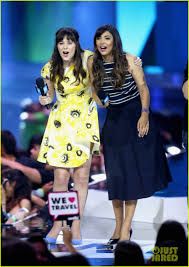 charlize theron u0026 zooey deschanel lend a helping hand at we day