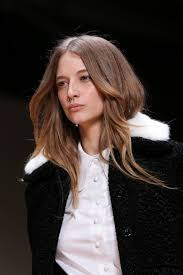 must have hair do for 2015 this trendy hairstyle looks like the kate middleton version of bedhead
