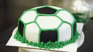 how to make buttercream grass for a soccer ball cake howcast