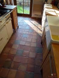 k che bodenfliesen terracotta fliesen in einer berliner küche in drei farben gemischt