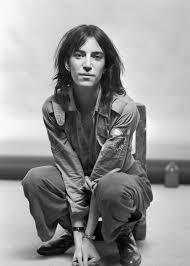 patti smith bangs why patti smith is a beauty icon from her choppy bob to her bedhead