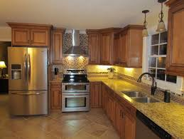 what color and type of tile was used for backsplash behind stove