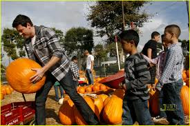 Shawns Pumpkin Patch Los Angeles Ca by Cory Monteith Alex Meraz U0026 Trevor Donovan Op Pumpkin Patch