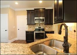 kitchen color trends dark cabinets light countertops