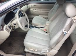 choosing vinyl or leather seats as car upholstery options